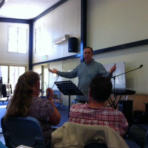 Conducting a singer and musician workshop